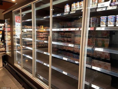 """Ireland: Người dân đổ xô đi mua thực phẩm dự trữ vì sợ """"Quái vật phương Đông"""" - Ảnh 4"""
