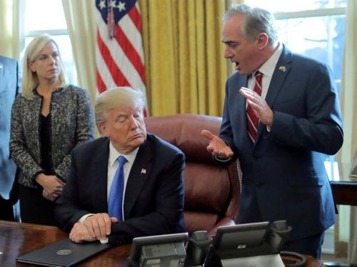Bộ trưởng Mỹ bị ông Trump cách chức vì dùng tiền công cho vợ đi du lịch - Ảnh 1