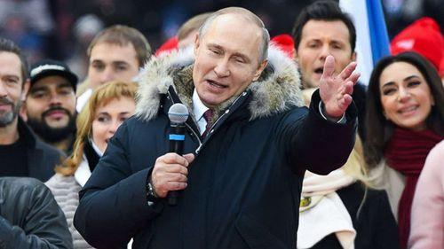 Ông Putin nhận được sự ủng hộ nhiệt liệt của người dân trước thềm bầu cử tổng thống Nga - Ảnh 1