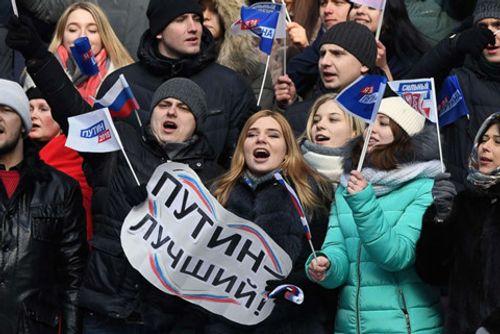Ông Putin nhận được sự ủng hộ nhiệt liệt của người dân trước thềm bầu cử tổng thống Nga - Ảnh 2
