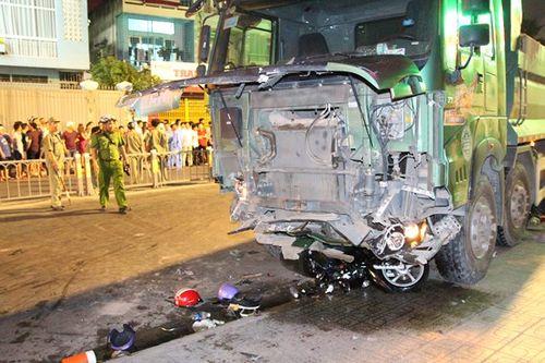 """Tài xế xe ben """"điên"""": Gây tai nạn liên hoàn vì tránh xe máy lao ra bất ngờ - Ảnh 1"""