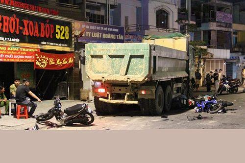 """Tài xế xe ben """"điên"""": Gây tai nạn liên hoàn vì tránh xe máy lao ra bất ngờ - Ảnh 2"""