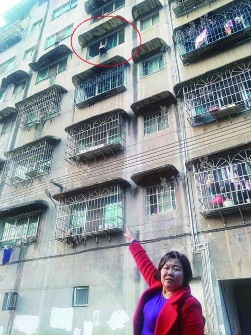 Nữ cảnh sát hôn mê sau khi đỡ cháu bé rơi từ căn hộ cao tầng - Ảnh 2