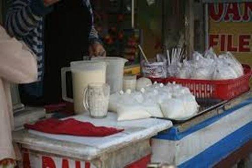 Nguy cơ ngộ độc từ sữa đậu nành trong những gánh hàng rong - Ảnh 1