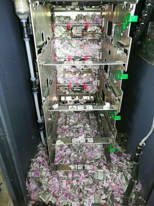 """Cây ATM bị chuột """"đột nhập"""" cắn nát hàng trăm triệu đồng - Ảnh 1"""