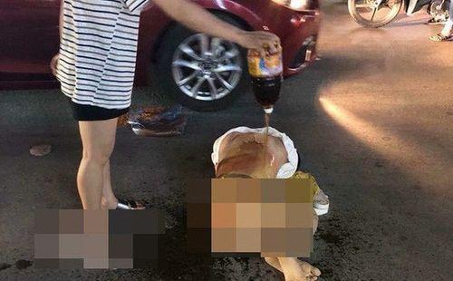 Khởi tố 3 phụ nữ đánh ghen lột đồ, đổ nước mắm vào chủ tiệm spa ở Thanh Hóa - Ảnh 3