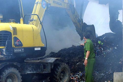 Đồng Nai: Hỏa hoạn bất ngờ, thiêu rụi 2.000m nhà xưởng và chiếc ô tô 4 chỗ - Ảnh 2