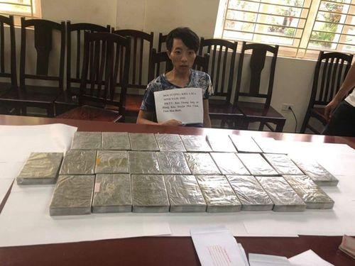 Bắt giữ đối tượng chở thuê 26 bánh heroin tại bến xe Mỹ Đình, Hà Nội - Ảnh 1