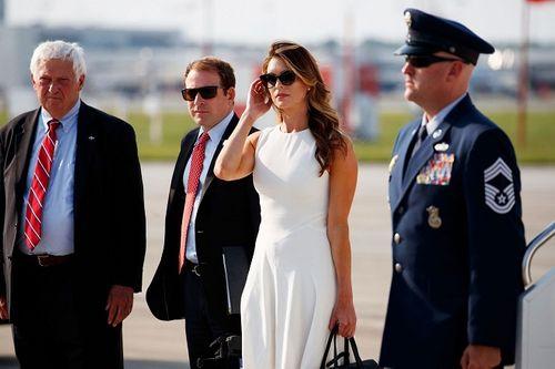 Mỹ nhân nóng bỏng Hope Hicks sẽ sát cánh với ông Trump trong chiến dịch tranh cử? - Ảnh 2
