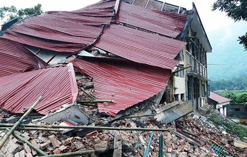 Thanh Hóa: Trường tiểu học đổ sập trong lúc đang sửa chữa - Ảnh 1