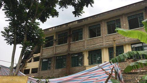 Thanh Hóa: Trường tiểu học đổ sập trong lúc đang sửa chữa - Ảnh 2