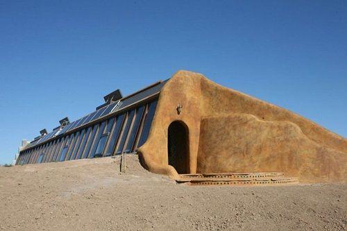 Cận cảnh những tòa nhà đẹp được xây bằng vật liệu tái chế từ rác thải - Ảnh 5