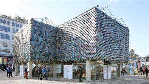 Cận cảnh những tòa nhà đẹp được xây bằng vật liệu tái chế từ rác thải - Ảnh 7