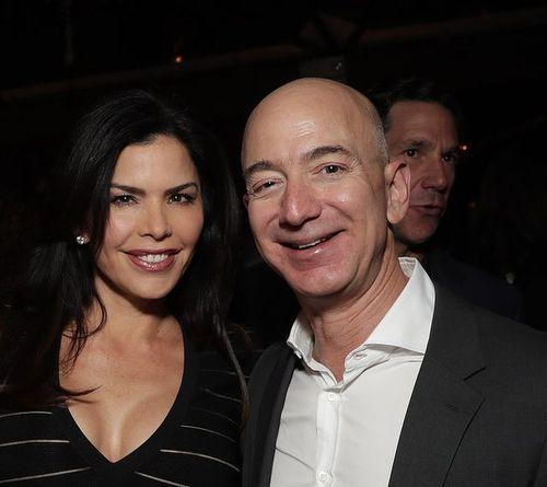 Tỷ phú Jeff Bezos tái xuất trước công chúng sau bê bối ngoại tình - Ảnh 2