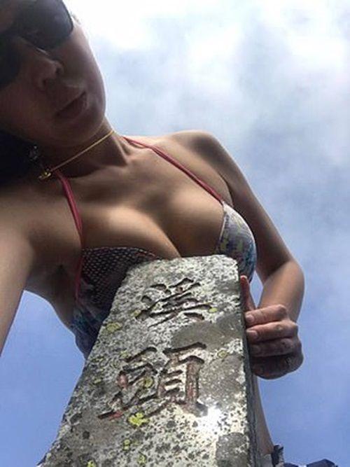 Nổi tiếng vì chuyên mặc bikini leo núi, người phụ nữ chết vì quá lạnh trên độ cao 1.700m - Ảnh 1