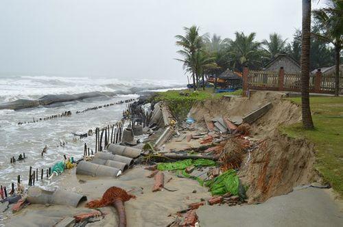 Quảng Nam, Đà Nẵng: Hàng loạt nhà hàng ven biển phải đóng cửa do sạt lở - Ảnh 3
