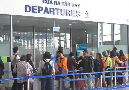 Dịp Tết, sân bay Nội Bài hạn chế người nhà đưa tiễn đi quốc tế - Ảnh 2