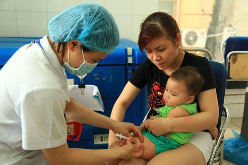 """Nguy cơ dịch sởi bùng phát vì cha mẹ chạy theo """"trào lưu"""" không cho con tiêm vaccine - Ảnh 1"""