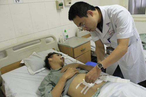 Hà Nội: Thanh niên thủng ruột non do nuốt phải xương cá - Ảnh 2
