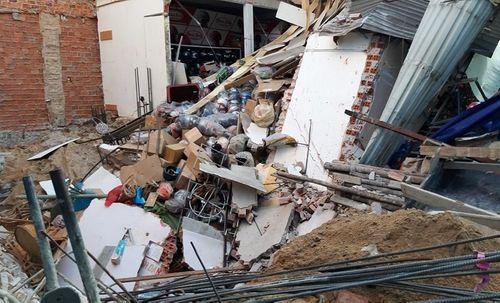 Sập nhà giữa thành phố Đà Nẵng, người dân hoảng loạn tháo chạy - Ảnh 2