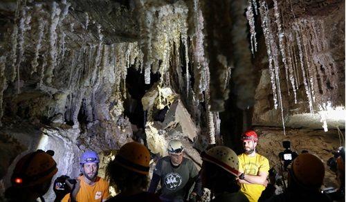 """Israel phát hiện hang muối dài nhất thế giới gần nơi có điển tích Kinh thánh """"người muối"""" - Ảnh 3"""
