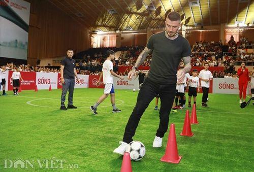 David Beckham thi đấu tâng bóng cùng với Công Vinh, Duy Mạnh tại TP.HCM - Ảnh 4
