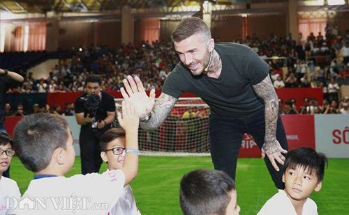 David Beckham thi đấu tâng bóng cùng với Công Vinh, Duy Mạnh tại TP.HCM - Ảnh 7