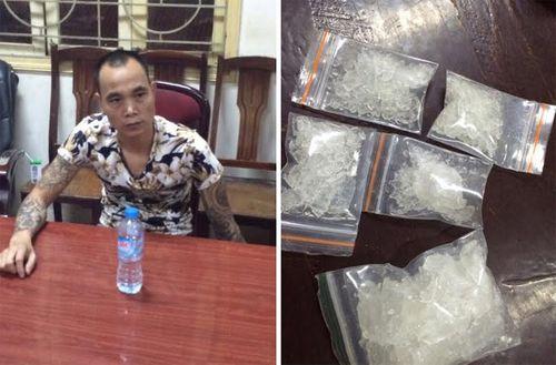 Hà Nội: Bắt đối tượng xăm trổ thuê taxi vận chuyển ma túy - Ảnh 1