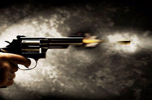Phường đội trưởng nổ súng bắn người vì mâu thuẫn đá bóng - Ảnh 1