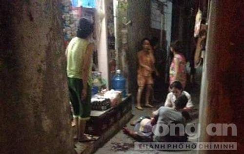 Truy sát kinh hoàng ở ngõ chợ  Khâm Thiên, 2 người bị thương nặng - Ảnh 1
