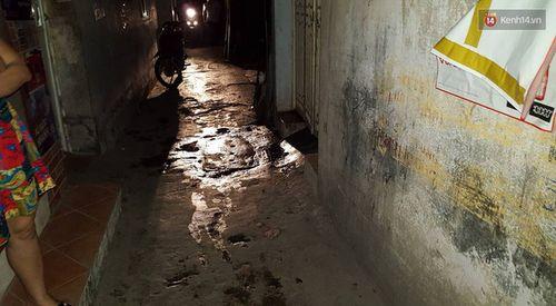 Truy sát kinh hoàng ở ngõ chợ  Khâm Thiên, 2 người bị thương nặng - Ảnh 2