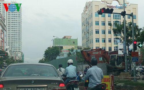 Đà Nẵng: Trái khoáy đào đường giữa mùa mưa - Ảnh 2