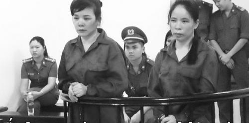 Con trẻ nước mắt lưng tròng trong phiên tòa xử 2 người mẹ phạm tội  - Ảnh 1
