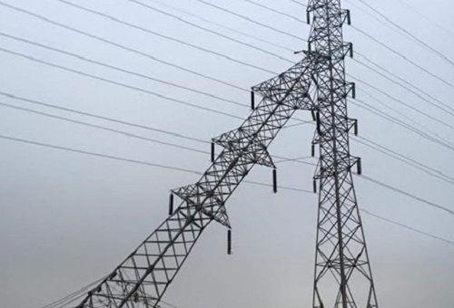 Hải Phòng: Cột điện cao thế đổ nghiêng, khẩn cấp cắt điện - Ảnh 1