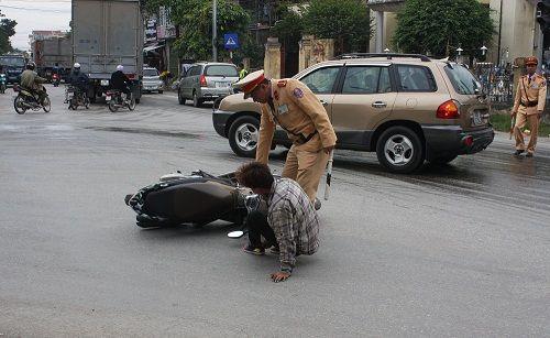 CSGT ra quân xử phạt,  người vi phạm hoảng hốt tháo chạy - Ảnh 4
