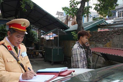 CSGT ra quân xử phạt,  người vi phạm hoảng hốt tháo chạy - Ảnh 5