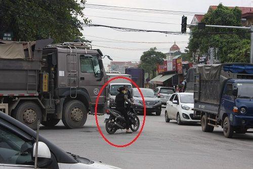 CSGT ra quân xử phạt,  người vi phạm hoảng hốt tháo chạy - Ảnh 9