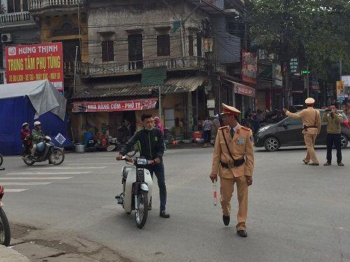 CSGT ra quân xử phạt,  người vi phạm hoảng hốt tháo chạy - Ảnh 6