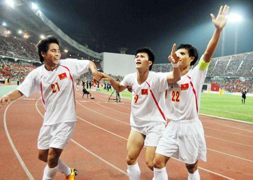 Hai cầu thủ sót lại từ chiến tích AFF Cup 2008: Linh hồn của ĐTVN - Ảnh 1