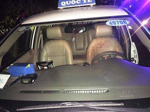 Truy tìm ba đối tượng nửa đêm dùng dao cướp xe taxi - Ảnh 1