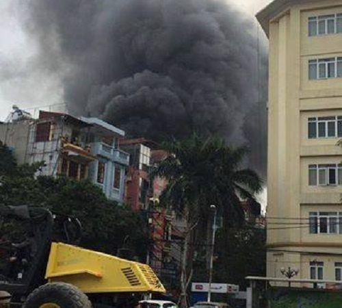 Hà Nội: Cháy nhà buôn hóa chất ở Trần Khát Chân - Ảnh 1