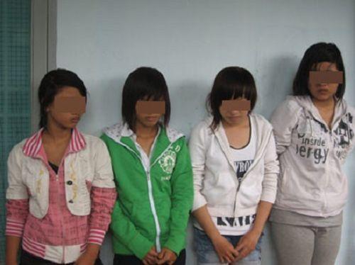 Thiếu nữ 10X đi 'săn mồi', chém người cướp xe trên phố Sài Gòn - Ảnh 1
