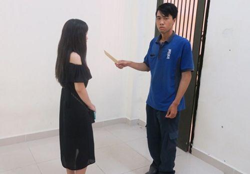9X dùng dao khống chế thiếu nữ trong toilet, cướp tài sản - Ảnh 1
