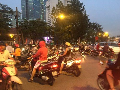 Chuẩn bị thi công tuyến Metro, đường Kim Mã hỗn loạn - Ảnh 5