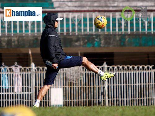 Tin nóng AFF Cup 23/11: Xuân Trường 'tròn mắt' xem thầy Thắng, HLV Riedl lo lắng - Ảnh 1