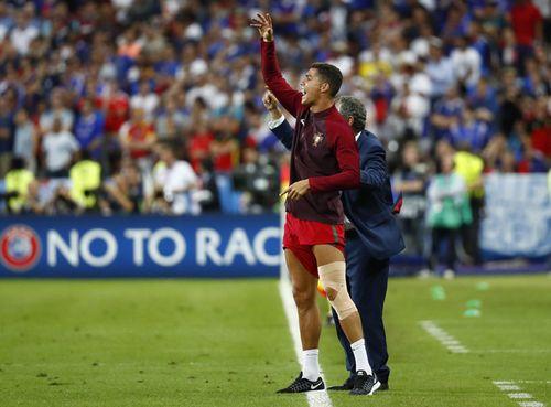 Xuân Trường tái hiện hình ảnh 'chỉ đạo' đồng đội giống C. Ronaldo - Ảnh 4