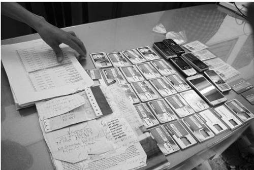 """Cảnh báo sập bẫy tội phạm vì """"cho thuê tên"""" mở thẻ ATM - Ảnh 1"""