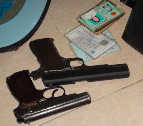 Cô gái cùng người tình cất 2 khẩu súng trong phòng trọ - Ảnh 2