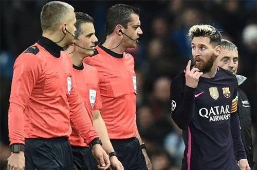 UEFA ra phán quyết về vụ Messi gây gổ - Ảnh 1