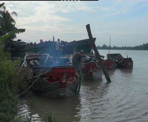 """Bến Tre: Phạt nặng """"cát tặc"""" trên sông Hàm Luông - Ảnh 1"""